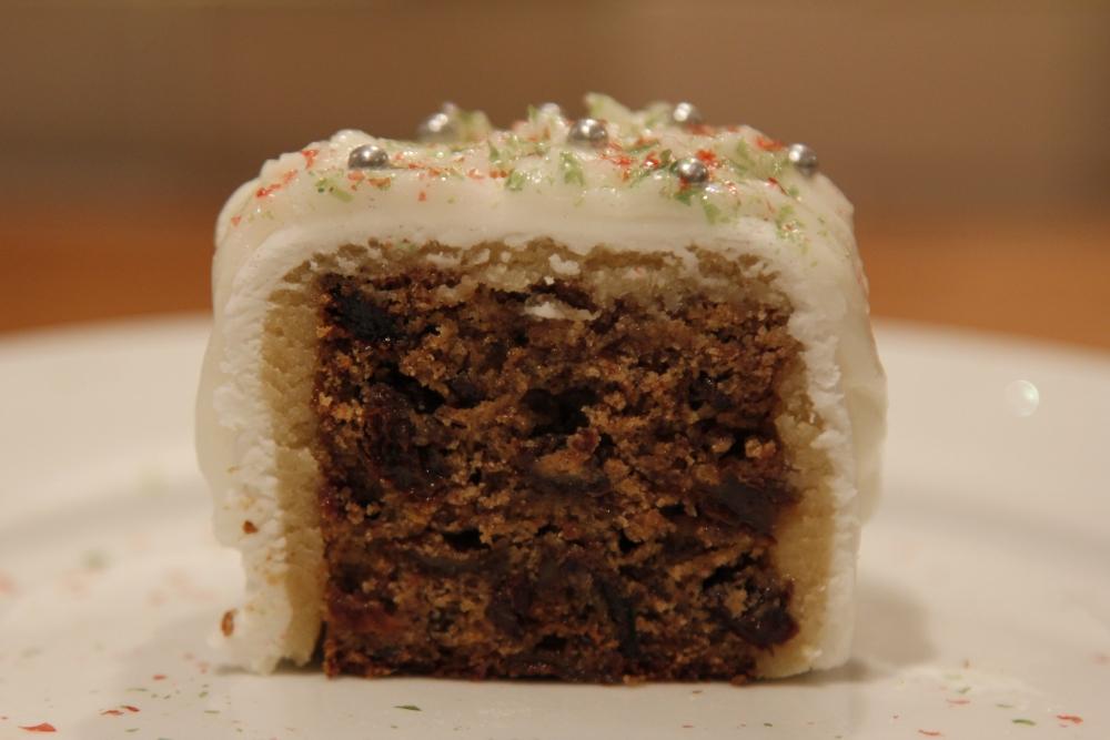 Mini Christmas cake - gluten free, dairy free cake, marzipan and fondant icing! (1/2)