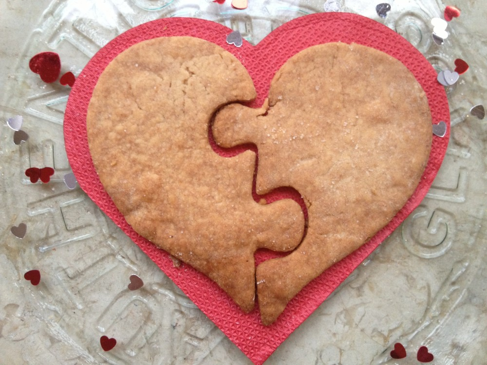 A host of Valentine's treats! Dairy-free shortbread biccies with natural pink raspberry icing (5/6)
